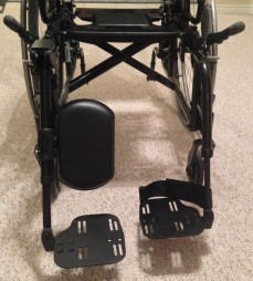Left leg rest - adjustable Right leg rest - standard